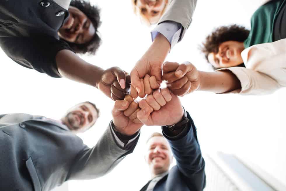 eSocial – Depende da sua empresa e do seu parceiro Contábil.